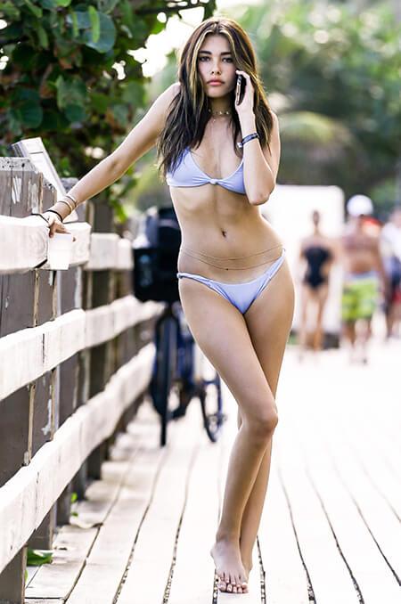 Madison Beer mặc bikini đường phố