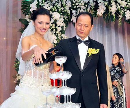 Nguyễn Quang Minh và  Huỳnh Thanh Tuyền trong ngày cưới